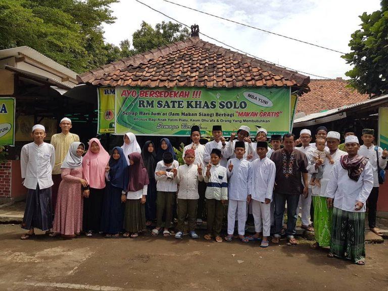Patut Ditiru, Jumat Berkah Bersama RM Sate Khas Solo di Cirebon