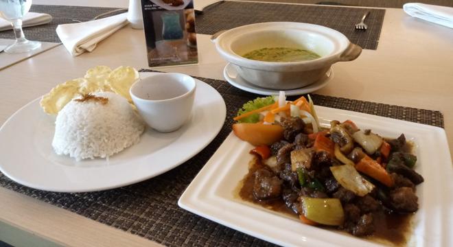 Hotel Santika Cirebon Sajikan Menu Terbaru Empal Gentong Goreng