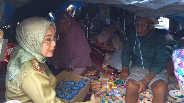 Wakil Bupati Cirebon Bawa Kakek Suhud dan Nenek Tarmini ke Rumah Sakit