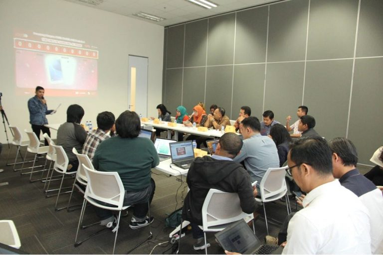 Pelanggan Setia Telkomsel asal Jakarta Raih Hadiah Utama Mobil BMW