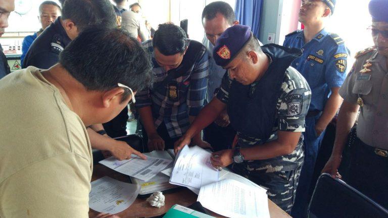 Petugas Gabungan Lakukan Patroli di Perairan Cirebon