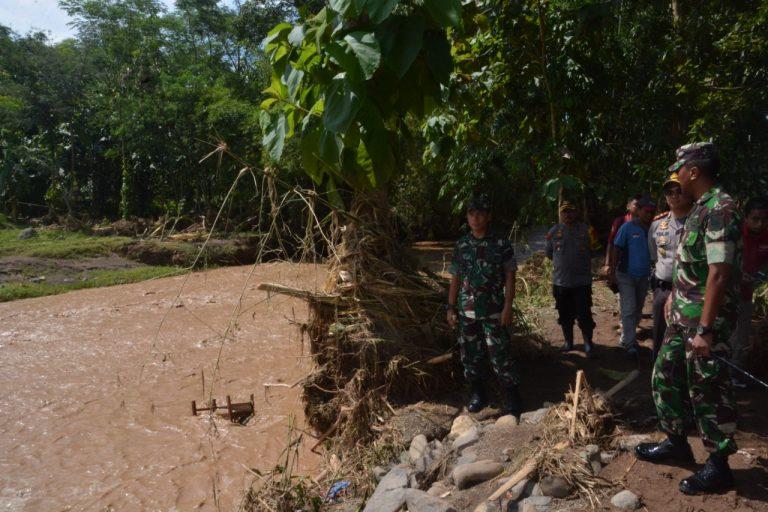 Komandan Korem 063/SGJ Tinjau Lokasi Banjir dan Tanah Longsor Kuningan