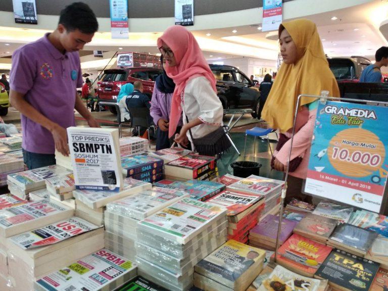 Buku Detik-Detik UNBK dan SBMPTN Diburu Pelajar