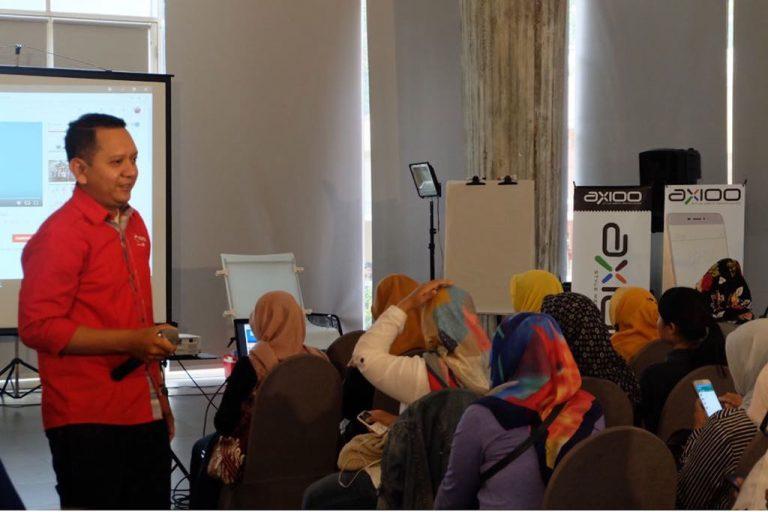 Telkomsel Ajak UMKM Bandung Go Digital Dalam Berbisnis Melalui Pelatihan Pengembangan Usaha UKM