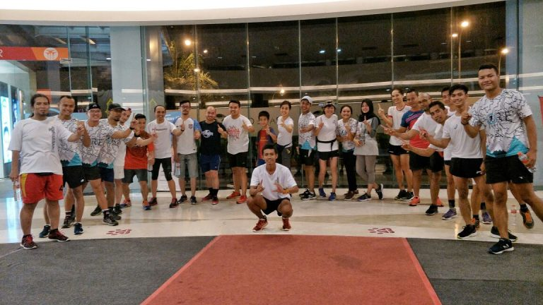 Komunitas Cirebon Runners Berlatih Setiap Rabu Malam di Kawasan Grage City