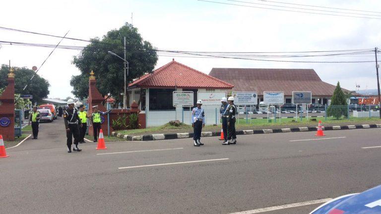 Kunjungan Jokowi, Petugas TNI dan Polri Berjaga-jaga di Bandara Cakrabhuwana Cirebon
