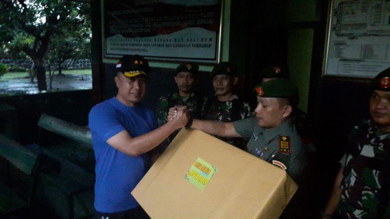 Jalin Sinergitas TNI – Polri, Kapolda Jabar Berikan Cinderamata kepada Korem 063/SGJ