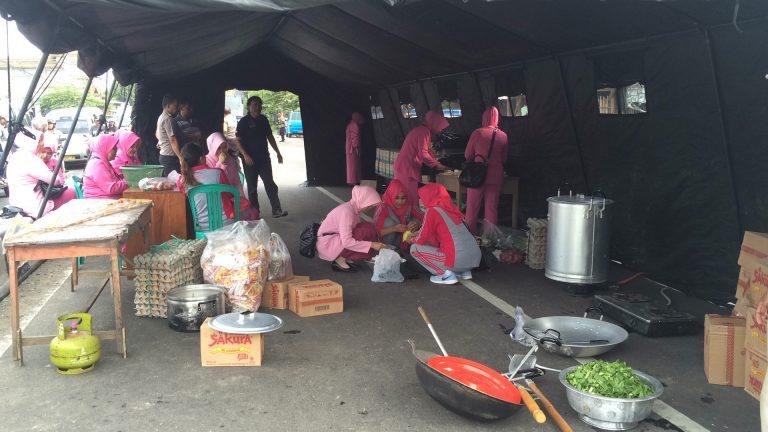 Polres Cirebon Kota Dirikan Dapur Umum dan Posko Kesehatan