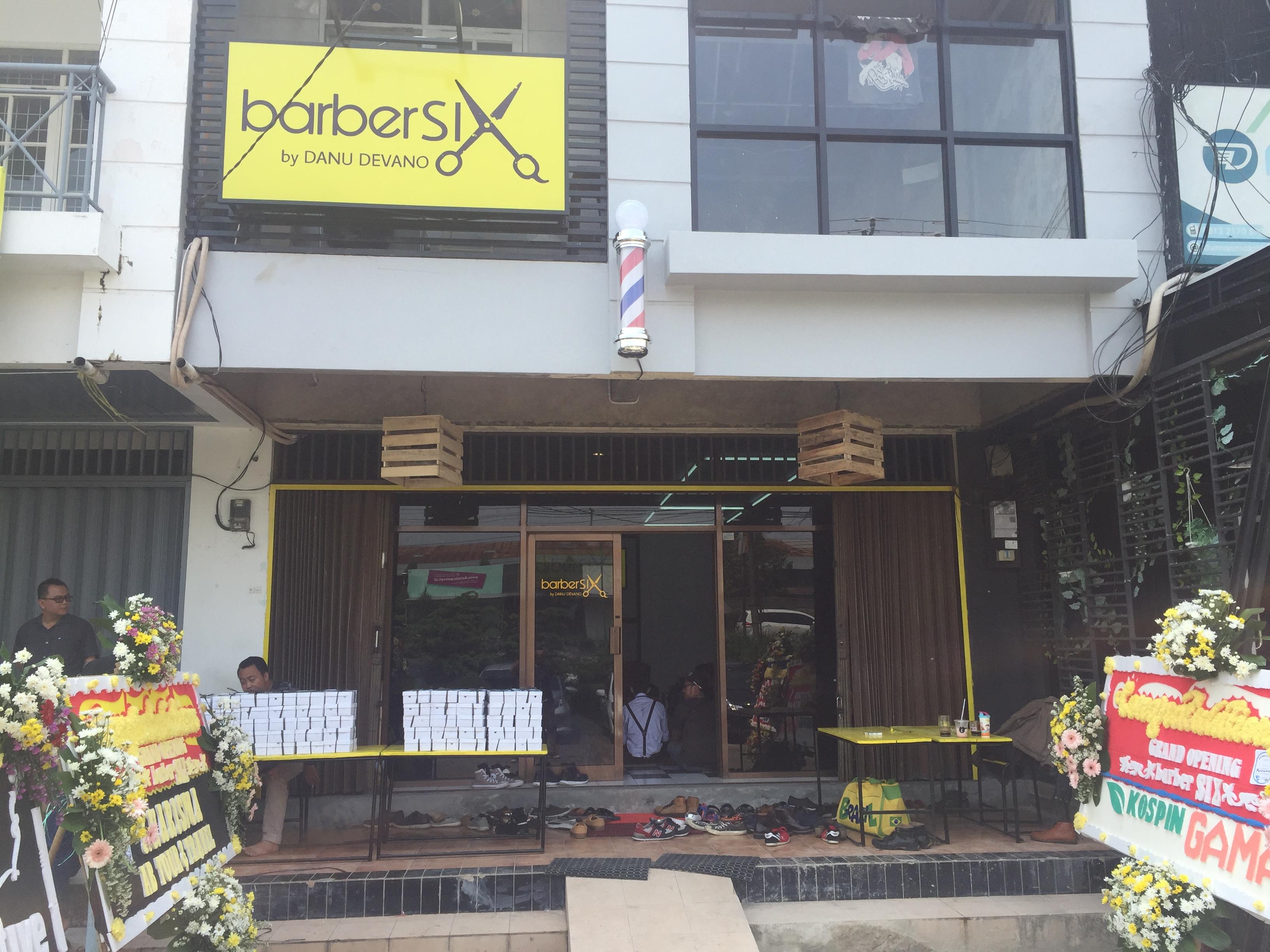 Driver Grab dan Media di Cirebon dapat Diskon Potong Rambut di Paparazzi Barbershop dan Barber Six