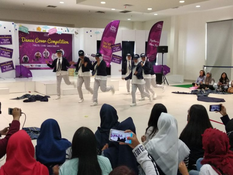 Meriahnya Dance Cover Competition di Gramedia Cipto Cirebon