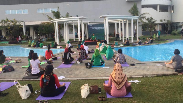 Yoga Bersama Anjasmara Meriahkan Pembukaan Kantor Manulife di Cirebon
