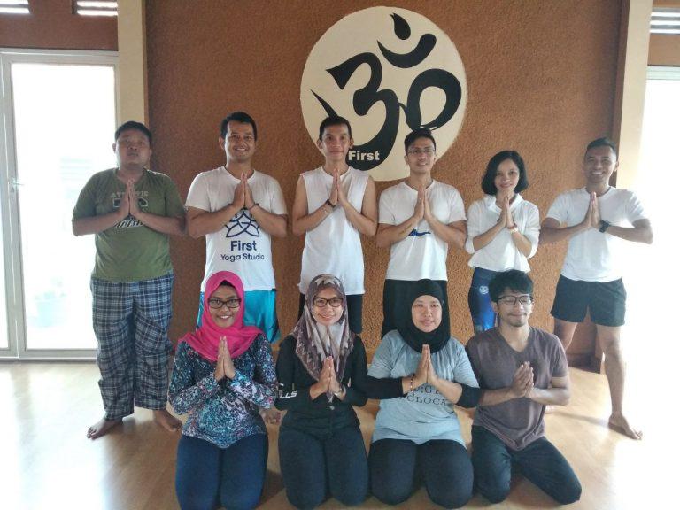 Yoga Cirebon Charity Ajak Masyarakat Hidup Sehat Sekaligus Berbagi