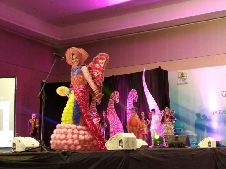 Para Finalis Jaka Rara, Fashion Show Memakai Pakaian dari Barang Bekas