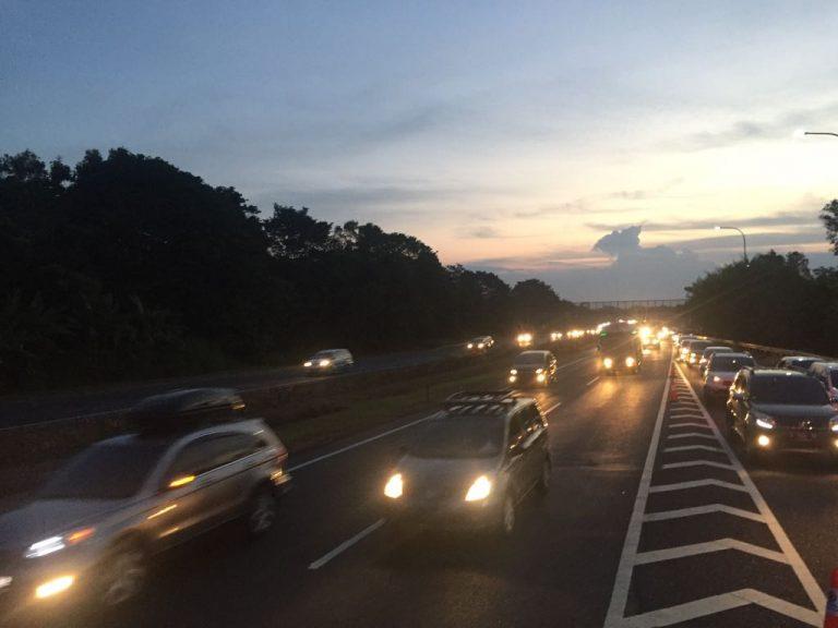 Terjadi Lonjakan Kendaraan, Jalur Tol Sepanjang 120 KM Diberlakukan One Way