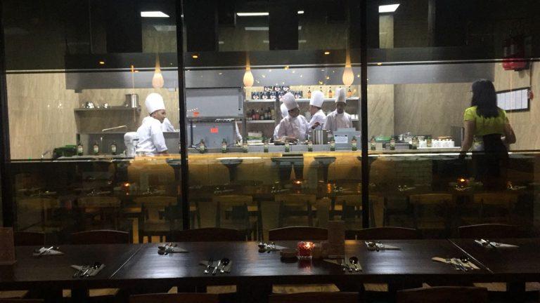 Open Kitchen, Para Tamu Bisa Lihat Aktivitas Chef di Osmosis Dining