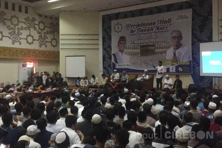 Ribuan Jamaah Hadiri Tausiyah Ustaz Evie Effendie di Islamic Center At-Taqwa Cirebon
