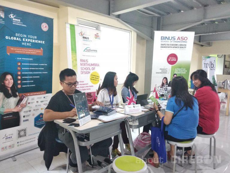 Gali Informasi Universitas Dalam dan Luar Negeri di Education Expo SPB Cirebon