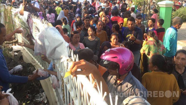 Masjid Jami Miftahul – Jannah Bagikan 1.600 Paket Daging Kurban