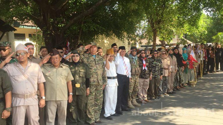 Pakaian Adat dan Pakaian Pejuang Warnai Upacara HUT RI di Keraton Kasepuhan