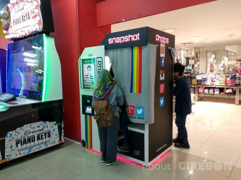 Narsis Seru Pakai Mesin Snapshot di Time Zone Grage Mall