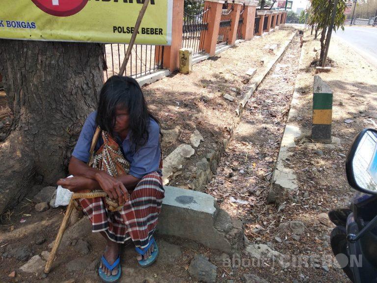 Ini Dia Nenek yang Sering Dijumpai di Jalan Kuningan-Cirebon