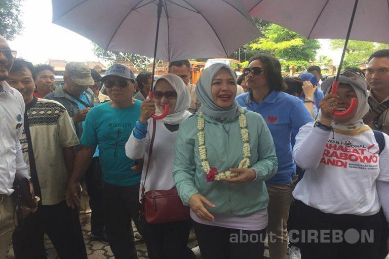 Nur Asia Uno Sapa Emak-emak di Cirebon
