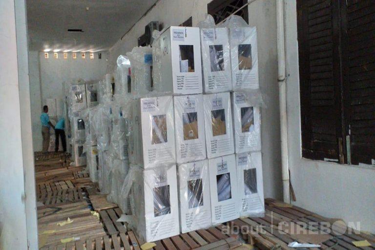 KPU Kota Cirebon Mulai Lakukan Penarikan Kotak Suara dari Tingkat Kecamatan
