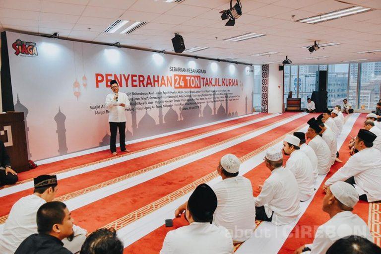Bulan Ramadan, Telkomsel Serahkan Bantuan 24 Ton Kurma untuk 20 Masjid