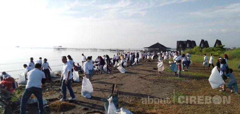 PHRI, IHGMA dan Komunitas di  Cirebon Bersih-bersih Pantai