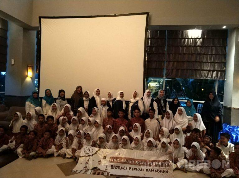 IWAPI Kota Cirebon dan Wannabe Ajak Anak Yatim Berbuka Bersama