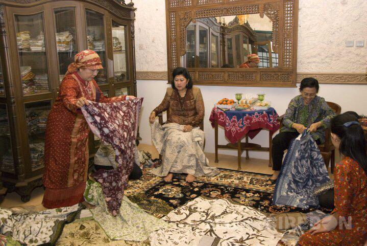 Kenangan Ani Yudhoyono di EB Batik Tradisional Cirebon