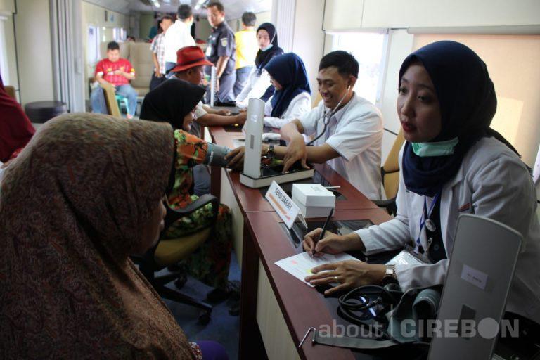 Daop 3 Cirebon Kembali Hadirkan Pengobatan Gratis Menggunakan Rail Clinic di Stasiun Terisi Indramayu