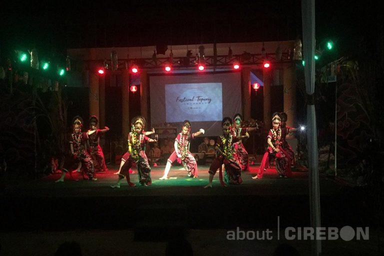 12 Sanggar Tari Topeng Meriahkan Festival Topeng Jawa Barat