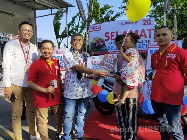 Warga Kabupaten Cirebon Raih Hadiah Motor di Program Belanja Ngacir Alfamart