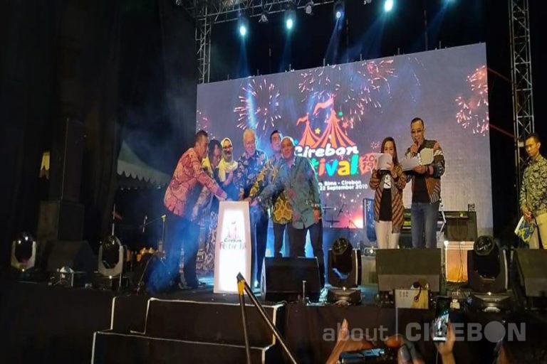 Menteri Perdagangan dan Rizky Febian Ramaikan Pembukaan Cirebon Festival 2019