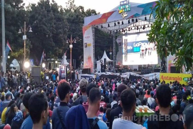 Ribuan Masyarakat Cirebon Padati Acara Nonton Bareng MotoGP