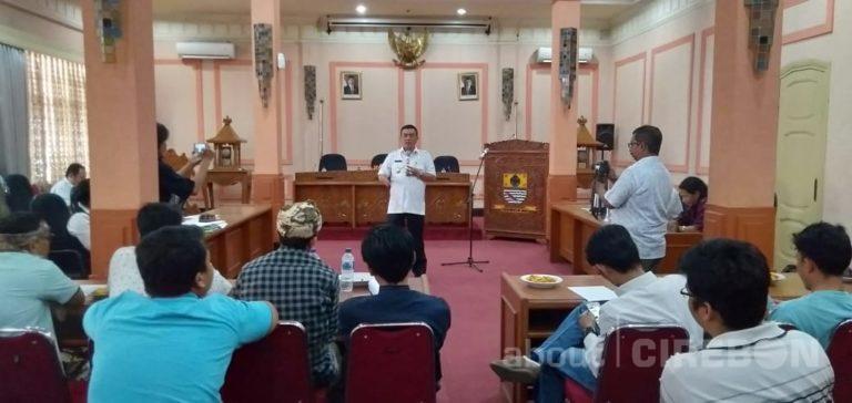 Meriahkan Hari Jadi Cirebon ke-650, Jurnalis Cirebon Beradu Membuat dan Membaca Puisi