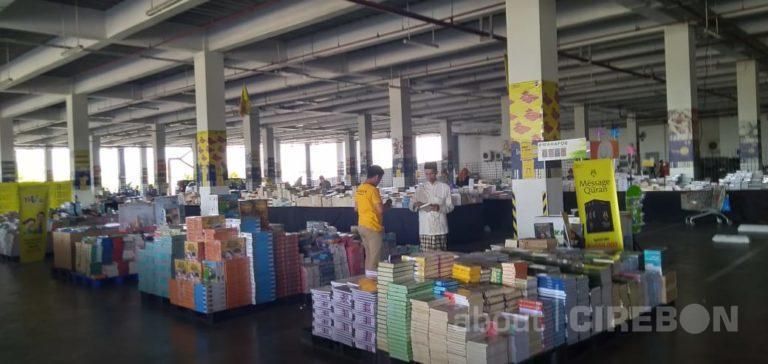 Sebagai Sarana Edukasi Bazar Buku Out Of The Boox Hadir Di Kota Cirebon