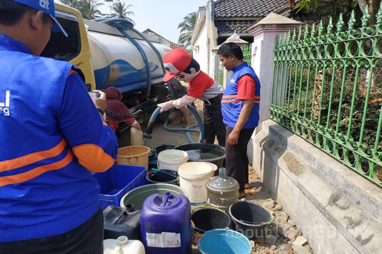 JNE Serahkan Bantuan Air Bersih Sebanyak 75.000 Liter di Enam Titik