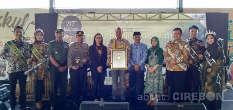 BT Batik Trusmi Pecahkan Rekor Membatik Terbanyak Oleh Pelajar Cirebon