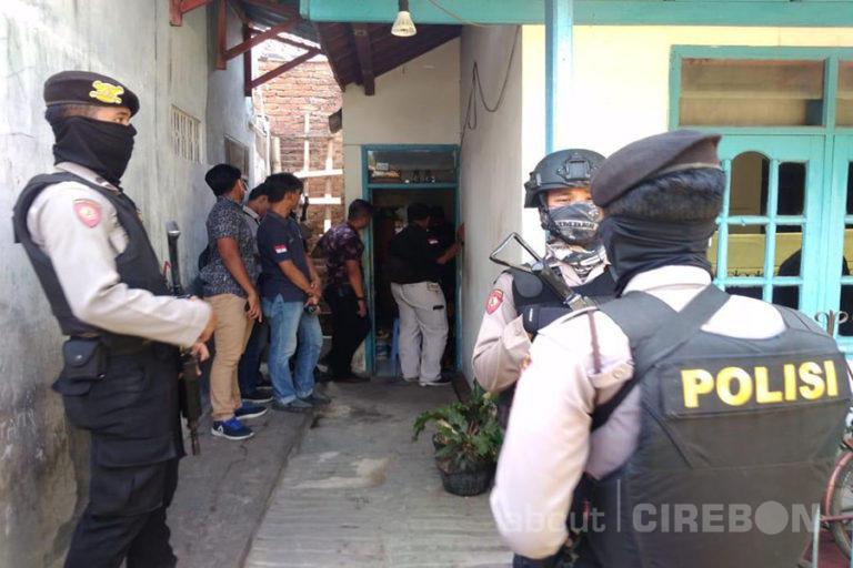 Viral.. Penangkapan Teroris di Pusat Perbelanjaan di Cirebon. Ini yang Terjadi Sebenarnya