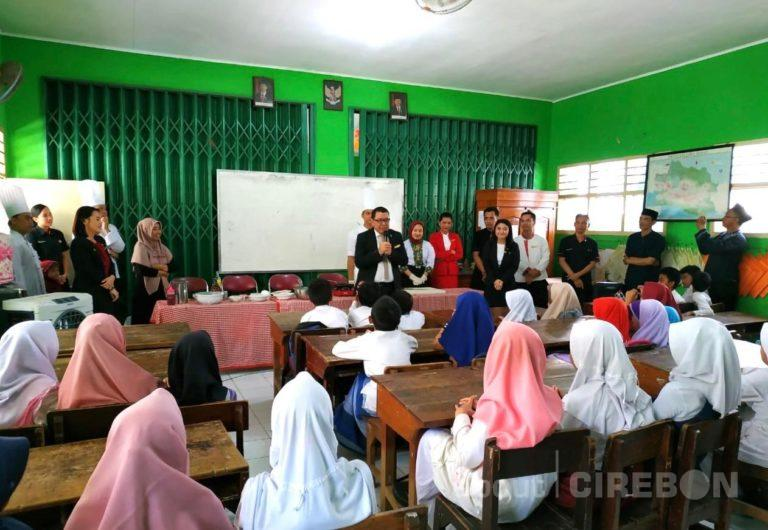 Ulang Tahun ke-6, Swiss-Belhotel Cirebon Gelar Program SBCR Mengajar
