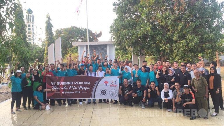 Peringati Hari Sumpah Pemuda, PHRI dan IHGMA Kota Cirebon Bersih-bersih Makam Pahlawan