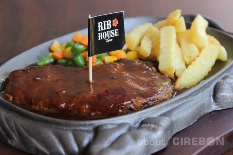 Rib House GCM Tawarkan Menu Sirloin Steak dengan Daging Impor Australia