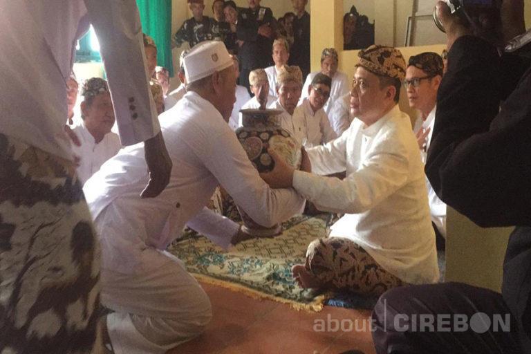 Ini Makna dan Filosofi Siraman Panjang di Keraton Kasepuhan Cirebon