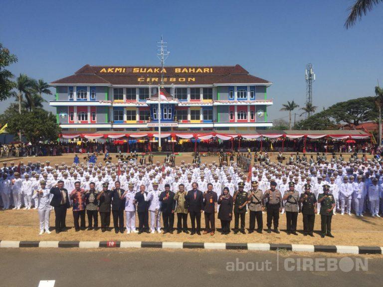 Ratusan Taruna dan Taruni AKMI Suaka Bahari Cirebon Diwisuda dan Dilantik
