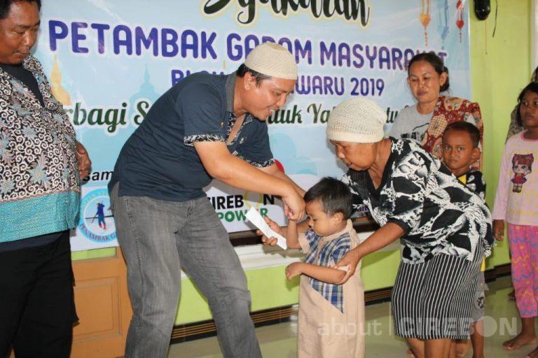 Cirebon Power Santuni Anak Yatim dan Jompo Pada Kegiatan Syukuran Petani Garam
