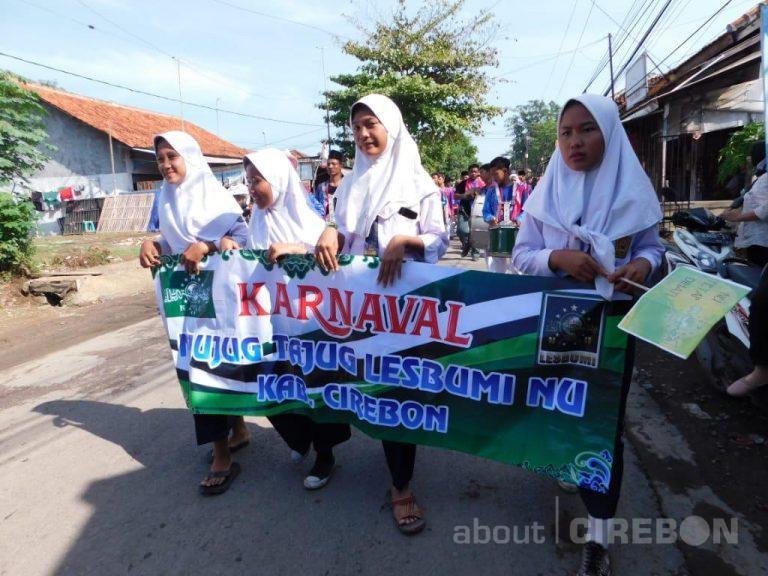 Warga Bojong Kulon, Antusias Meriahkan Acara Njujug Tajug Lesbumi Cirebon