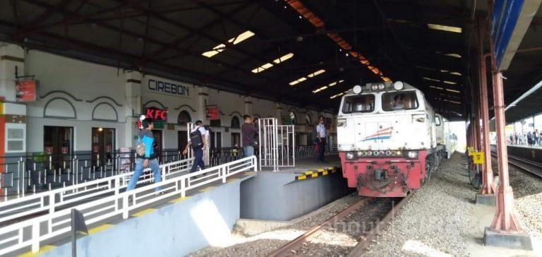 Naik Kereta Api ke Cirebon, Asyik Lho