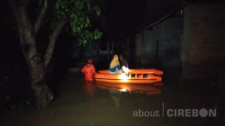 Sungai Meluap, Ratusan Rumah Warga di RW 03 Kelurahan Kalijaga Kota Cirebon Terendam Banjir